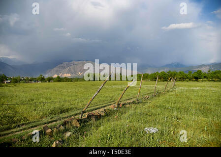 Srinagar, Jammu and Kashmir, India. 18th Apr, 2019. View of an open field during a sunny spring day on the outskirts of Srinagar. Credit: Idrees Abbas/SOPA Images/ZUMA Wire/Alamy Live News - Stock Image