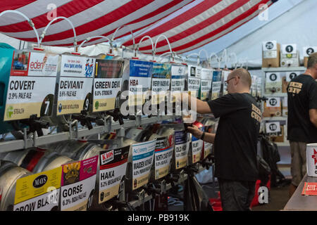 Bournemouth, UK. 27th July 2018. People enjoy the live bluegrass and country music, beer and food on offer at the Beer and Bluegrass Festival in Bournemouth. Credit: Thomas Faull/Alamy Live News - Stock Image
