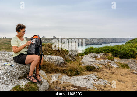 A walk on the cliffs around Camaret, Presqu-il de Crozon, Brittany, France - Stock Image
