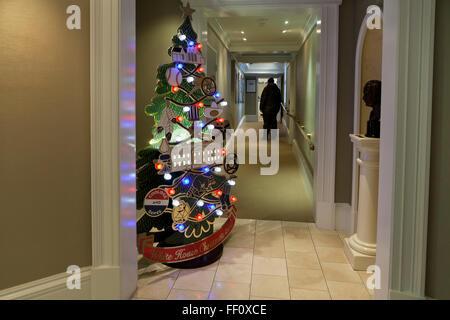 Large model of White House Christmas ornament on display at the White House Gift Shop - Washington, DC USA - Stock Image