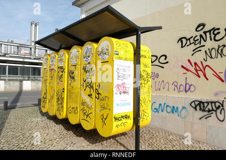 Lisbon city council Cacifos Solidoros, Solidary lockers for homeless people's possessions, Lisbon, Portugal. - Stock Image