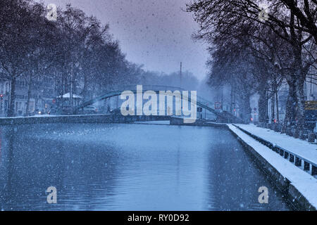 France, Paris,  the Canal Saint Martin in winter, Amelie bridge - Stock Image