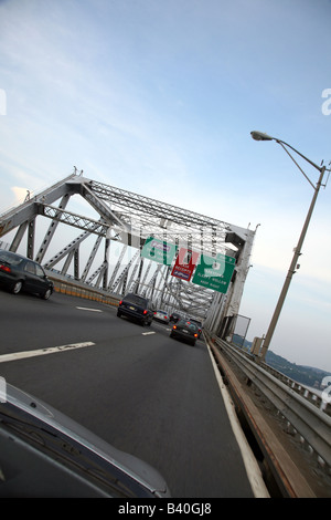 Eastbound traffic on the Tappan Zee Bridge over the Hudson River between Nyack, NY and Tarrytown, NY, USA - Stock Image