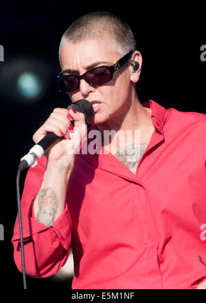 Lulworth Castle, Dorset, UK. 03rd Aug, 2014. Sinéad O'Connor performing on stage at Camp Bestival, at Lulworth - Stock Image