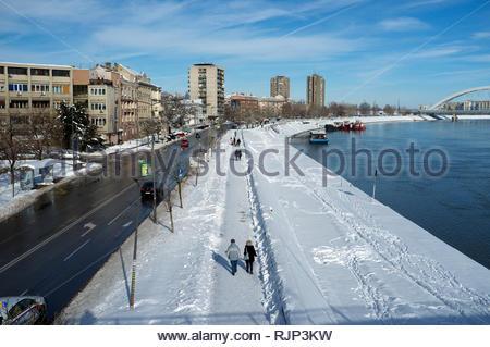 The River Danube and the city of Novi Sad, Vojvodina, Serbia. - Stock Image