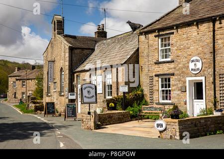 UK, England, Yorkshire, Swaledale, Muker, Swaledale Woollens Shop and Old School art gallery in village centre - Stock Image