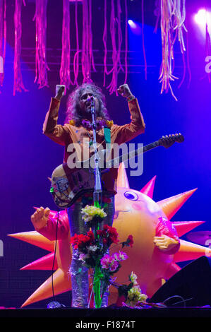 Portsmouth, UK. 29th August 2015. Victorious Festival - Saturday. Wayne Coyne of the Flaming Lips at the start of - Stock Image