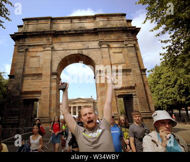 Glasgow, Scotland, UK 12th July, 2019. Clyde street saw throngs of youngsters on the road to TRNSMIT festival at Glasgow green at the Arch entrance to the park. Gerard Ferry/ Alamy Live News - Stock Image