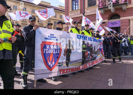 Warsaw, Poland, 02nd Oct, 2018: 30,000 firefighters and members of the Police, Prison Guard and Border Guard protest on streets of the Polish capital against bad working conditions and low pay. Credit: dario photography/Alamy Live News. - Stock Image