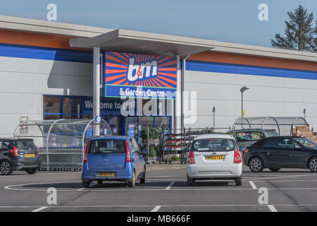 Exterior B&M Homestore shop / store in Bodmin, Cornwall. B&M is a highly successful fast growing retailer in a tough retail market. Out of town shop. - Stock Image