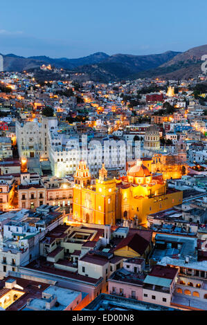 The central Mexico city of Guanajuato from above at dusk. - Stock Image