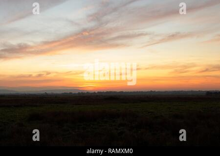 Pevensey Levels, UK. 4th Jan, 2019. UK weather. The sun sets over the Pevensey Levels after a cold day today in Sussex. Pevensey Levels, East Sussex, UK. Credit: Ed Brown/Alamy Live News - Stock Image