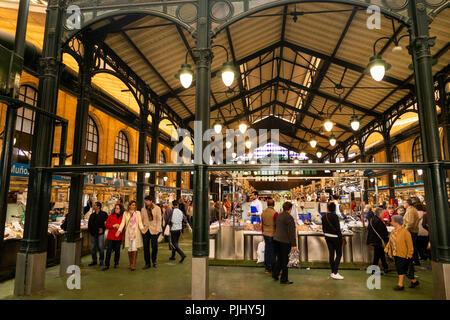 Spain, Jerez de La Frontera, Plaza de Abastos, Mercado Central, central fish market hall - Stock Image