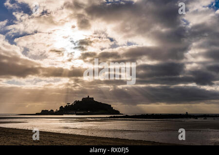 Sunburst over beach and St Michael's Mount, Cornwall, UK - Stock Image