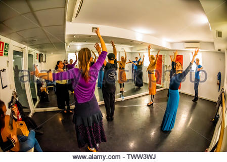 Flamenco dancing class, Escuela Carmen de Las Cuevas (built into a cave), Granada, Granada Province, Andalusia, Spain. - Stock Image