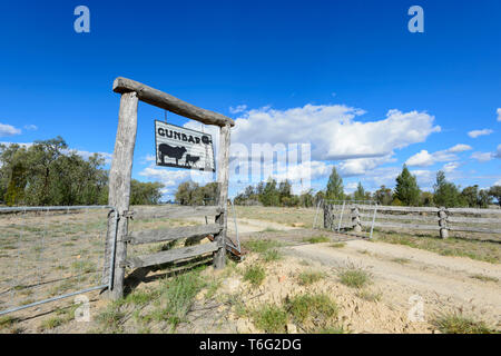Posts with name sign of Gunbar Cattle Station along the Carnarvon Highway, Queensland Interior, QLD, Australia - Stock Image
