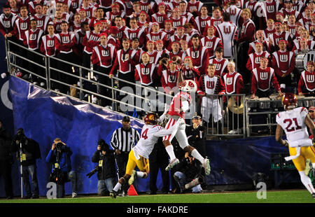 December 19, 2015. Robert Wheelwright #15 of Wisconsin makes a 1st half catch near the goal line during the 2015 - Stock Image