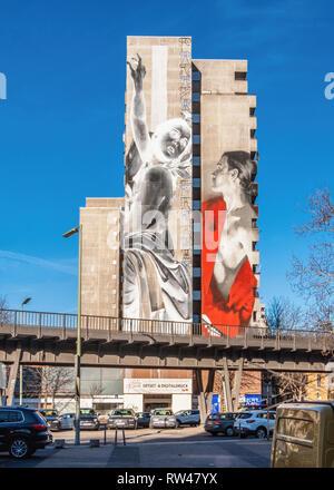 Kreuzberg-Berlin, Daphne & Apollo, Artwork by Francisco Bosoletti and Young Jarus on façade of apartment building at Wassertorstraße 65. - Stock Image