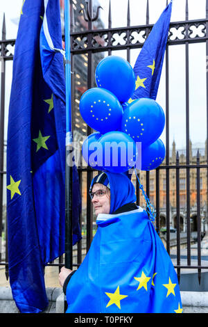 Westminster, London, UK, 21th Mar 2019. Anti-Brexit protesters around SODEM (Stand of Defiance European Movement) founder Steve Bray get together outside the Houses of Parliament for their daily 'Stop Brexit' shout at the gates. The shout out every evening has become a routine over the last almost 2 years, as they defiantly make their voices heard. Credit: Imageplotter/Alamy Live News - Stock Image