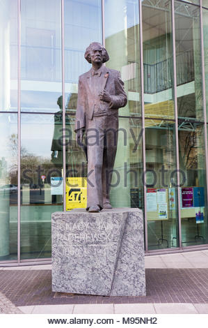 Poznan, Poland - March 20, 2018: Ignacy Jan Paderewski sculpture in front of the Music Academy building - Stock Image