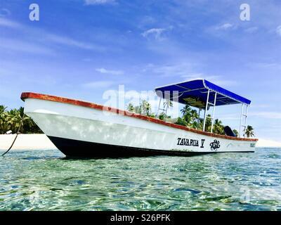 A boat anchored at Tavarua island. Tavarua, Fiji. - Stock Image