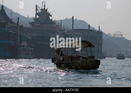 Boat in Aberdeen Harbour Hong Kong - Stock Image