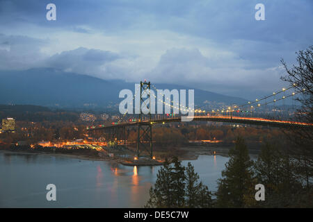 Lions´ Gate Bridge above the Burrard Inlet during dusk, Vancouver, British Columbia, Canada - Stock Image