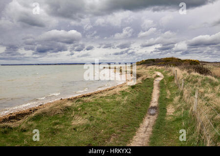 Walkers path along Chichester harbour, West Sussex - Stock Image