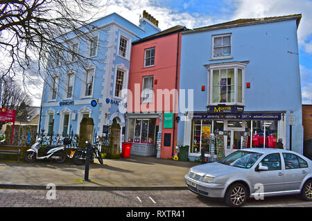 A small group of colourful buildings in Tenby town centre,occupied by Barclays Bank, West as giftshop, & by Morris Bros, for hardware & cookery items. - Stock Image