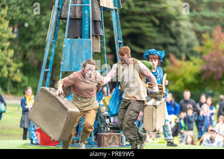Bournemouth, UK. 30th September 2018. The Arts by the Sea Festival is underway with all manner of colourful street performances, art, dance and music in the centre of Bournemouth. On Saturday crowds enjoyed Suitcases by Wet Picnic, Are We Alien?, Bab's and Stella's Intergalactic Spectacular and Roots by Highly Sprung. Credit: Thomas Faull/Alamy Live News - Stock Image