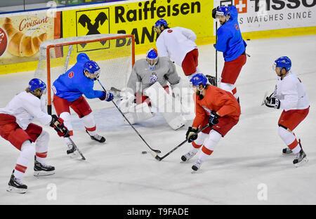 Bratislava, Slovakia. 18th May, 2019. Czech players L-R JAKUB VORACEK, JAN RUTTA, PAVEL FRANCOUZ, MICHAEL FROLIK, HYNEK ZOHORNA, MICHAL MORAVCIK, DOMINIK SIMON attend a training session of the Czech national team within the 2019 IIHF World Championship in Bratislava, Slovakia, on May 18, 2019. Credit: Vit Simanek/CTK Photo/Alamy Live News - Stock Image