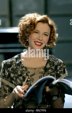 BEING JULIA, ANNETTE BENING, 2004 - Stock Image