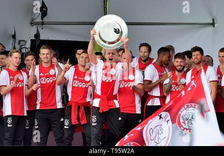 Donny van de Beek (Ajax) Football Dutch Premier Division 2018/2019 Victory Ceremony Champion May 16, 2019 in Museum Square of Amsterdam, The Netherlands Credit: Sander Chamid/SCS/AFLO/Alamy Live News - Stock Image