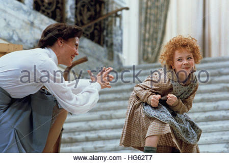 ANNIE (1982) - pictured L-R:  Ann Reinking, Aileen Quinn.  Editorial use only. - Stock Image