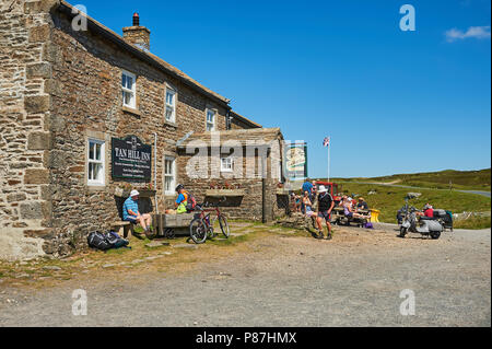 Tan Hill Inn is the highest pub in Great Britain, set 1700 feet above sea level, on the border of Yorkshire and Cumbria. - Stock Image