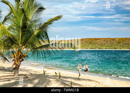 Couple walking along deserted beach, Puerto Rico - Stock Image