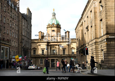 Looking across the Royal Mile in Edinburgh to the Lloyds Banking Group headquarters on the Mound - Stock Image