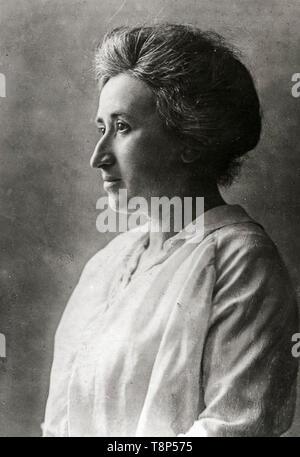 Rosa Luxemburg, profile, portrait photograph, c. 1910 - Stock Image