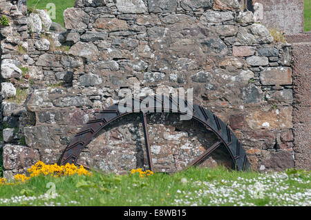 Old water wheel at a derelict mill on the Isle of Lewis - Stock Image