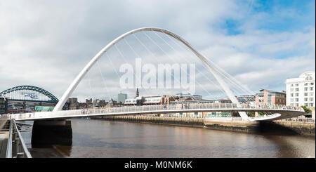 Gateshead Millennium Bridge, over the River Tyne, Newcastle upon Tyne, Tyne and Wear, England - Stock Image