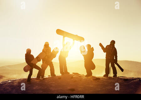 Group team friends ski snowboard skiers - Stock Image