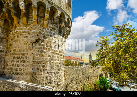 The Palace of the  Grand Master of the Knights of Rhodes and the ancient walled Old Town on the Mediterranean island of Rhodes, Greece. - Stock Image
