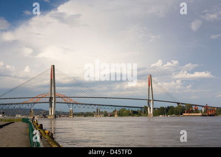 The Skybridge, Pattullo Bridge, and New Westminster Bridge span the Fraser River between New Westminster and Surrey, - Stock Image