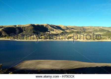 Evening light falls across Echo Reservoir, near Coalville in Utah, USA. - Stock Image