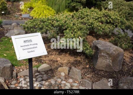 A sign at the Aesthetic Pruning Demonstration Garden at the Oregon Garden in Silverton, Oregon, USA. - Stock Image