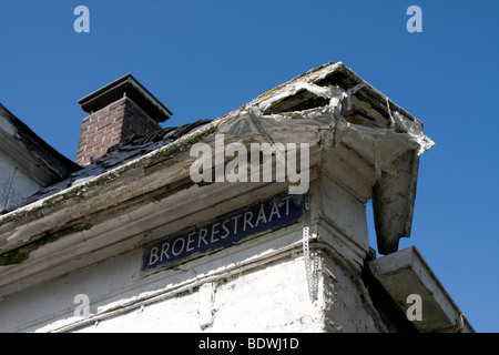 window, rotten, wood rot, window frame, timber wet rot, paint peeling - Stock Image
