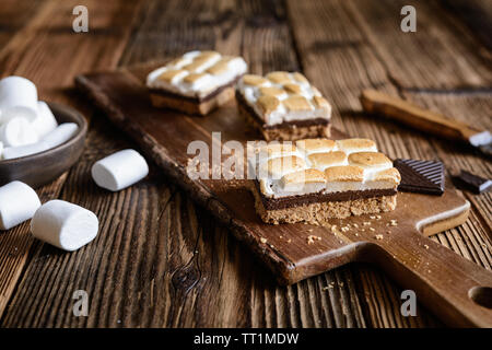 Homemade S'mores bars with marshmallows and chocolate - Stock Image