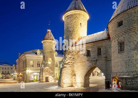 Winter dawn at the city walls of Tallinn. - Stock Image