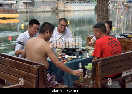 People dining by Wuyang River, Zhenyuan, Guizhou Province, China - Stock Image