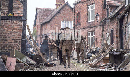Great Budworth, UK. 9th April, 2018. Actors dressed in Edwardian costumes, starring in the new BBC drama 'War Of The Worlds' by HG Wells, return from f - Stock Image